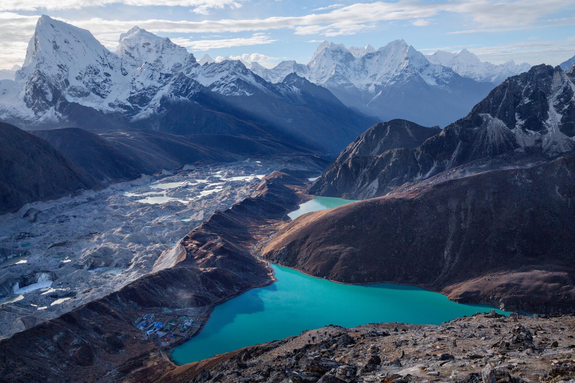 Montagne et lac de glace